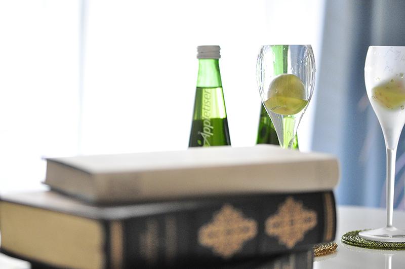 本とグラス